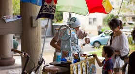 お祭りで定番の屋台から衣料品、日用品や手作りの雑貨などさまざまなジャンルのお店の出店を予定しております。