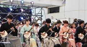 私たち三津巴は、津軽三味線を楽しむことをモットーに活動している早稲田大学公認のサークルです。今回は13名による迫力ある演奏をお楽しみ下さい! […]